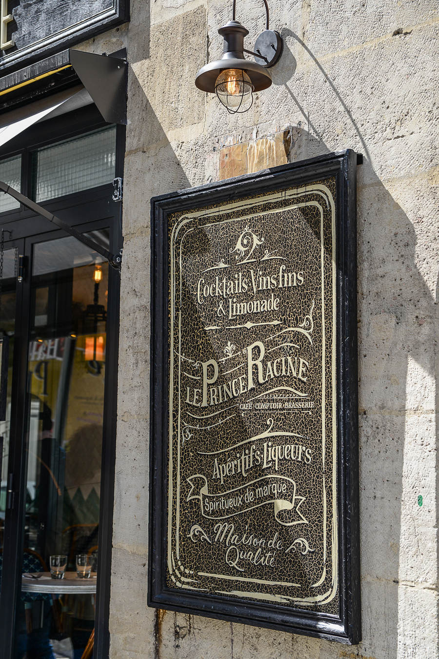 PRINCE-RACINE-EMMA-ROUX-RESTAURANT-BRASSERIE-CAFE-BAR-DECORATION-GRAPHISME-LUMINAIRE