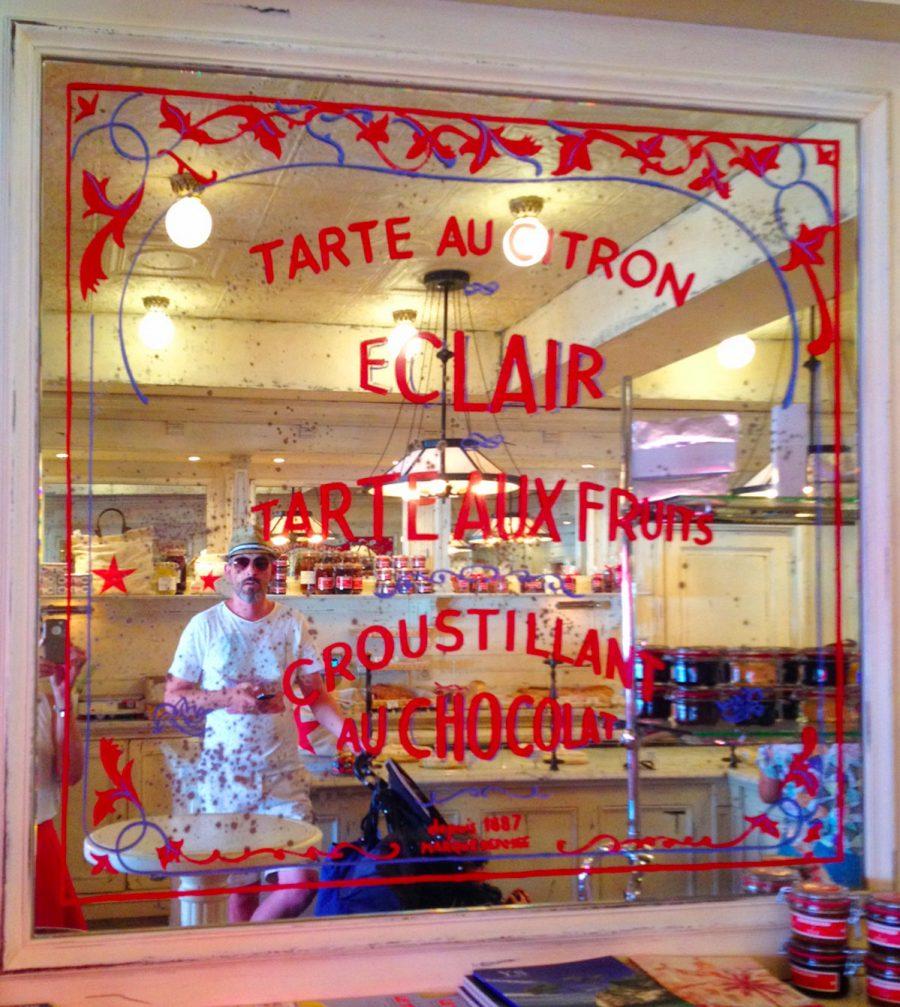Graphisme et packaging fait par le Studio Emma Roux pour le Café Senequier de Paris