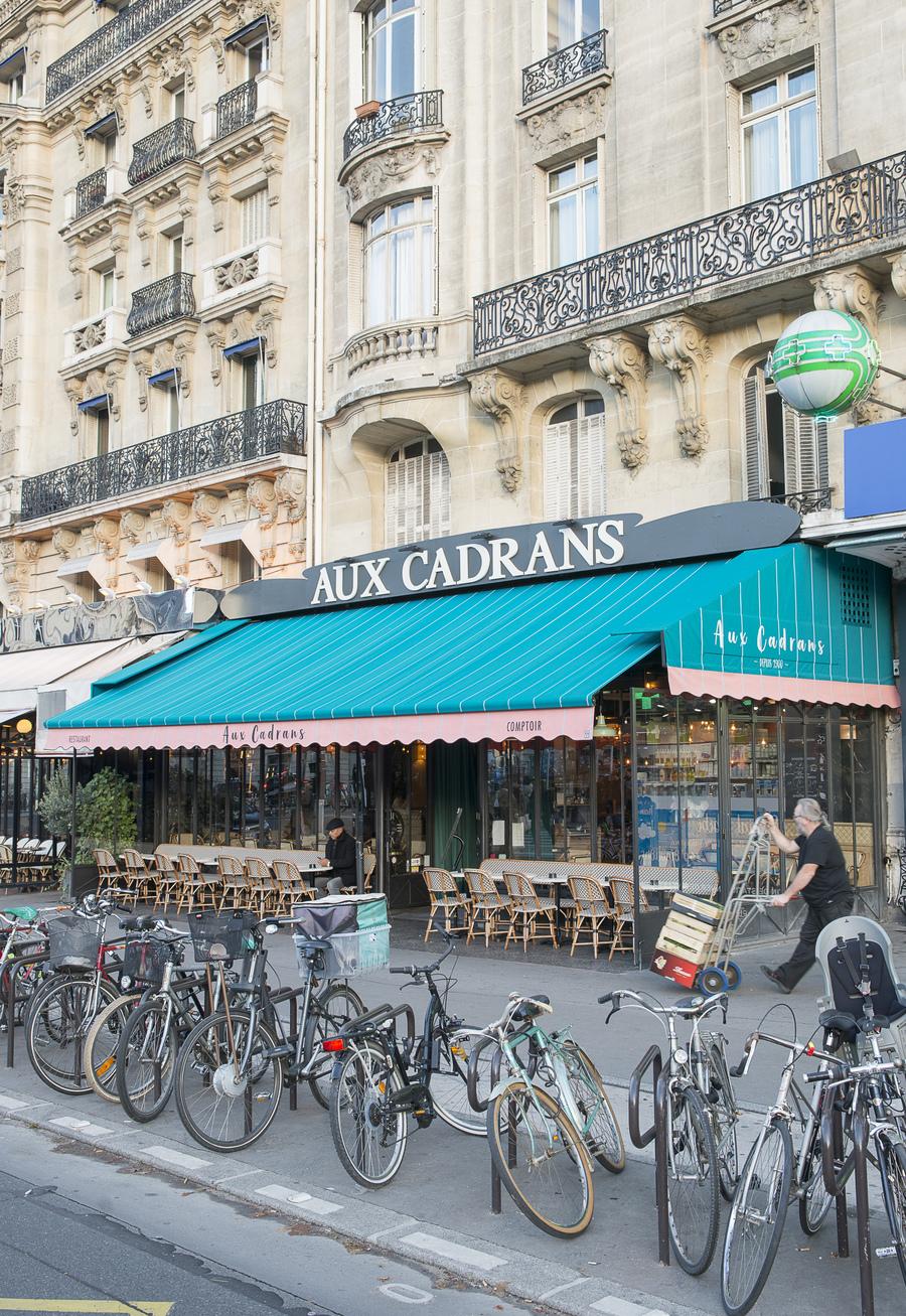 Terrasse du restaurant Aux Cadrans du PLM décoration par le Studio Emma Roux, relooking et charte graphique