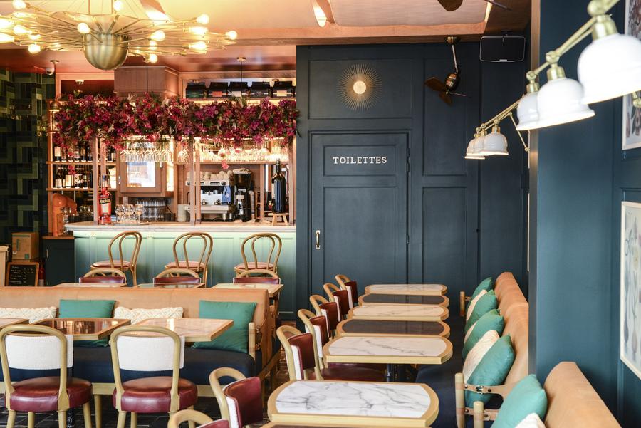 Le Studio Emma Roux en collaboration avec Arkesen a réalisé les travaux et la décoration de la pizzeria Isola Bella à Reuil Malmaison.