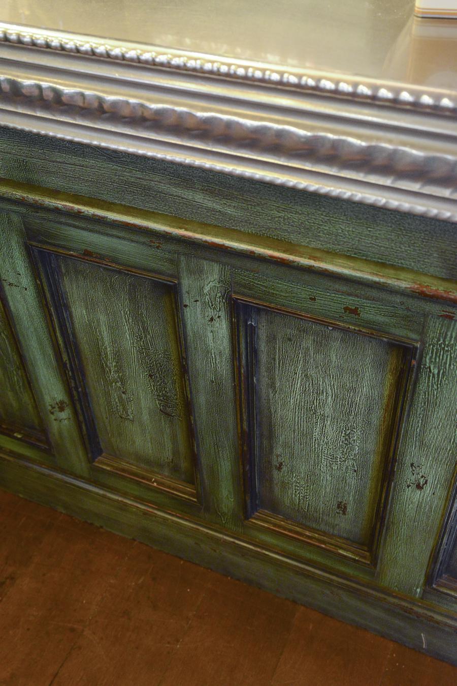 Le Studio Emma Roux a décoré le bistrot Dupleix à Paris. Comptoir, bois, menuiserie, bar, chaise, table, store.