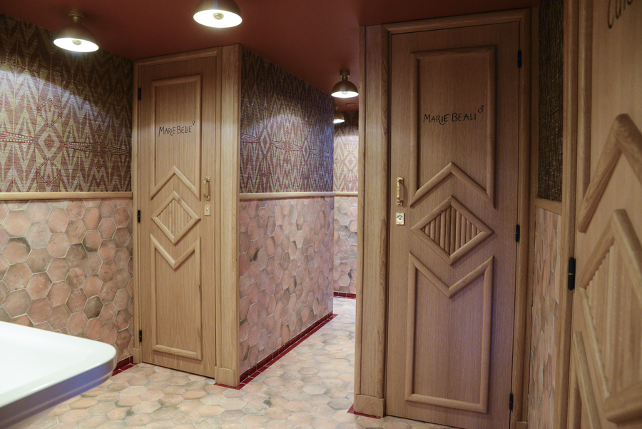 Le Studio Emma Roux en collaboration avec Christopher Matignon, a fait la décoration de Marie Belle, Boulevard de Bonnes Nouvelles à Paris. Menuiserie