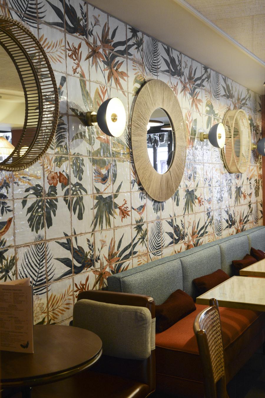 Le Studio Emma Roux en collaboration avec Christopher Matignon, a fait la décoration de Marie Belle, Boulevard de Bonnes Nouvelles à Paris. Fresques