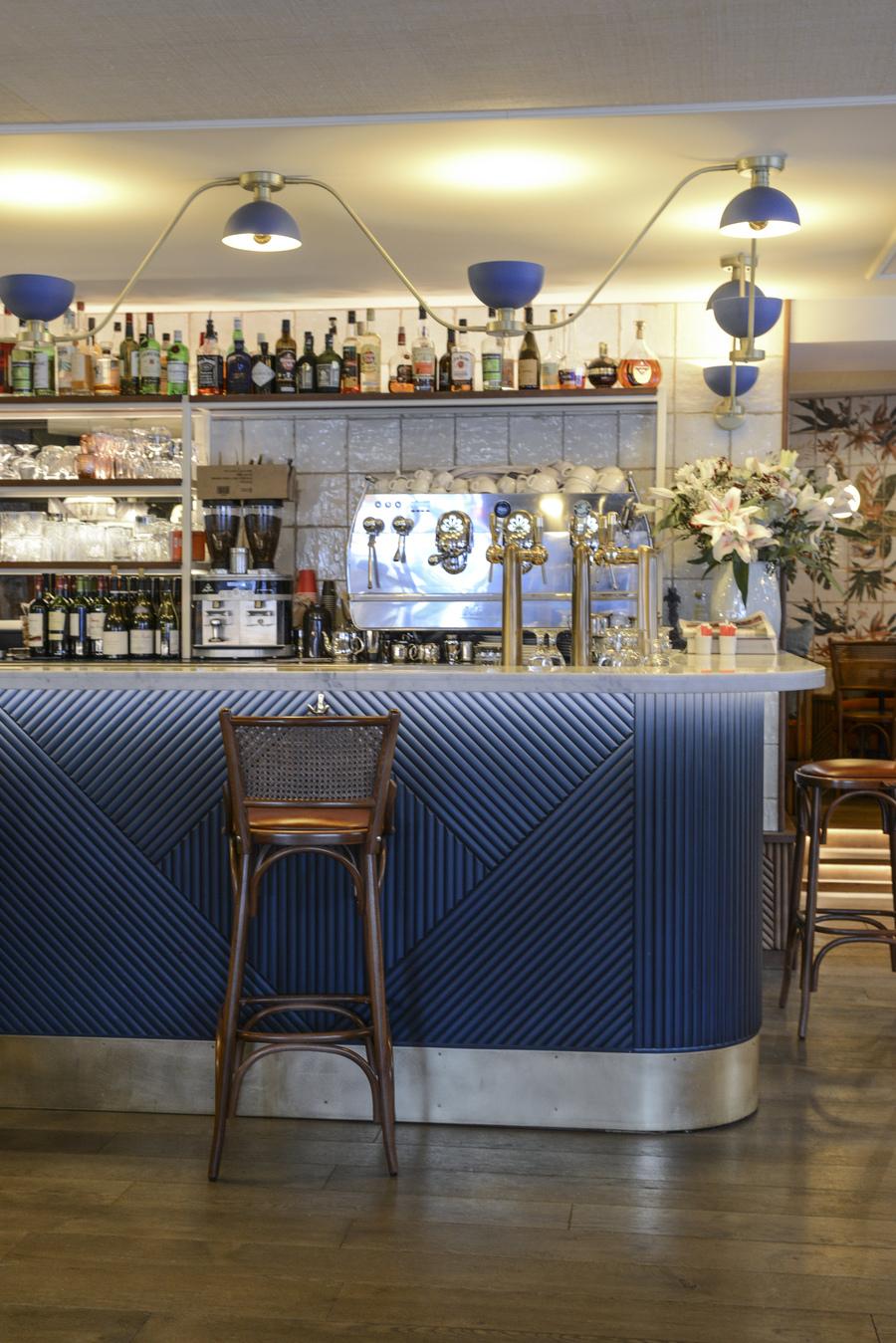 Le Studio Emma Roux en collaboration avec Christopher Matignon, a fait la décoration de Marie Belle, Boulevard de Bonnes Nouvelles à Paris. Comptoir