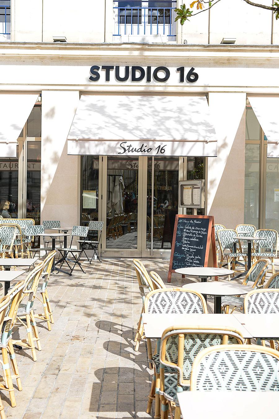 Extérieure et terrasse du Studio 16 à Orléans. Premier projet de décoration du Studio Emma Roux