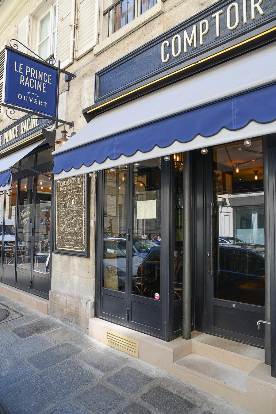 Terrasse intérieur du Prince Racine de Paris, bistrot restaurant café lumineuse décoration par le Studio Emma Roux