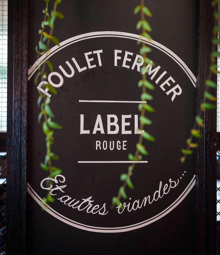Identité visuelle et graphisme fait par le Studio Emma Roux pour la rôtisserie Maison Becquey.