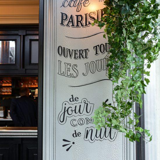 L'identité visuelle du Café République a été réalisée par le Studio Emma Roux pour le Café République, sur la place emblématique de la République à Paris.
