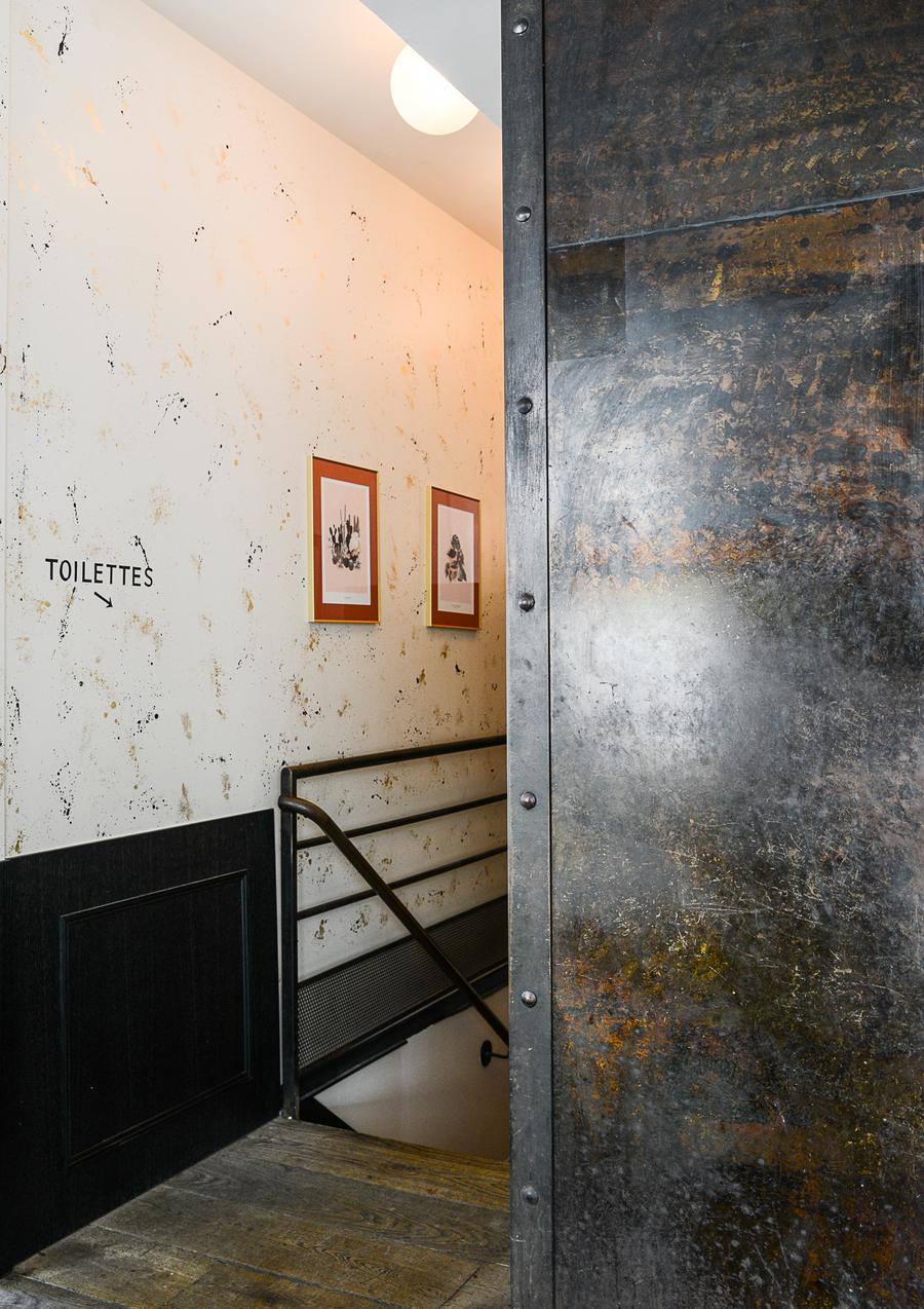 Le Studio Emma Roux a décoré et créé l'identité visuelle de la Brasserie Le Saint Séverin de Paris. Cartes, Logo et Menu.