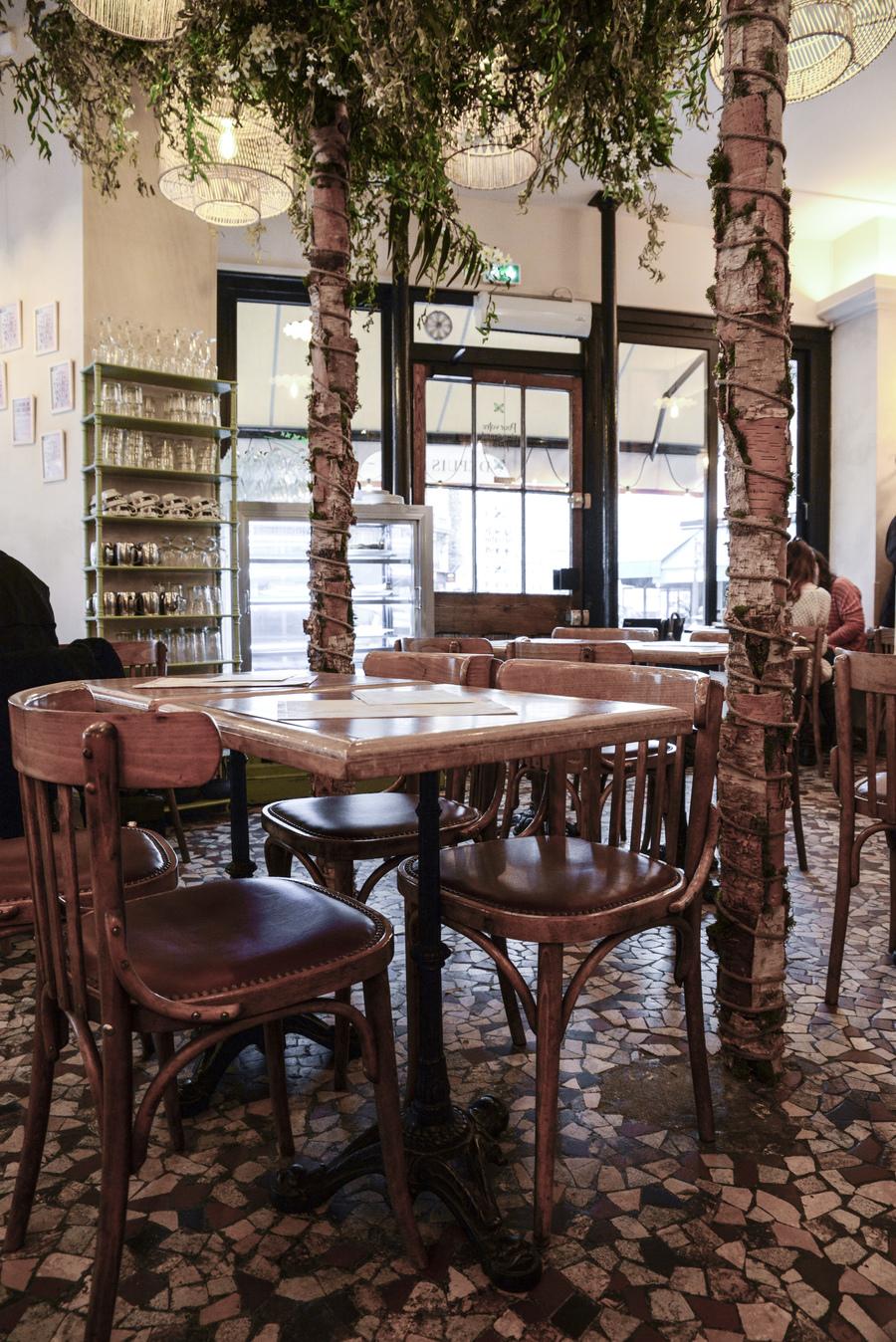 La décoration du restaurant L'arbre à Cannelle a été réalisée par Le Studio Emma Roux, agence de décoration à Paris.