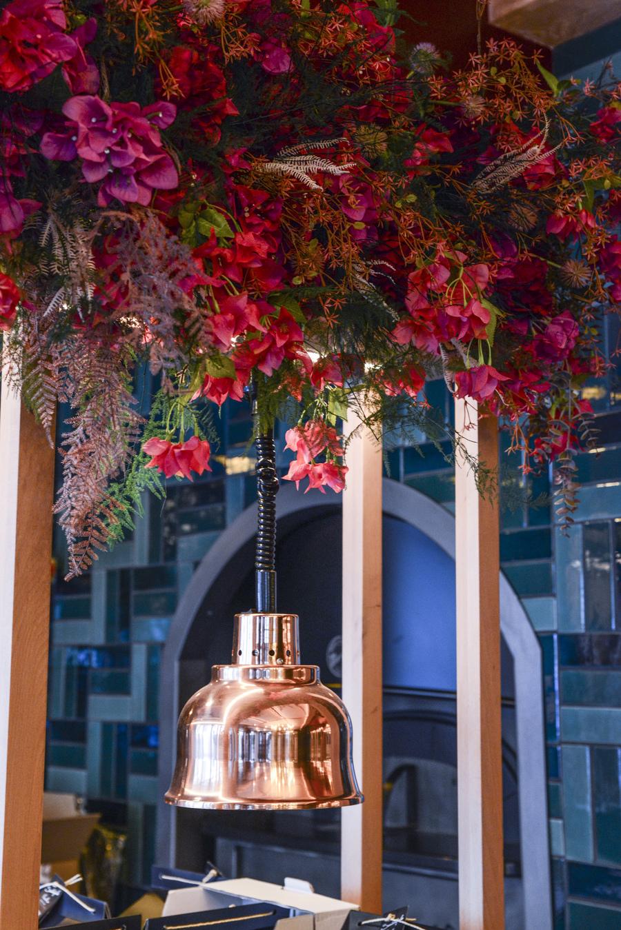 Le Studio Emma Roux en collaboration avec Arkesen a réalisé les travaux et la décoration de la pizzeria Isola Bella à Reuil Malmaison. Suspension