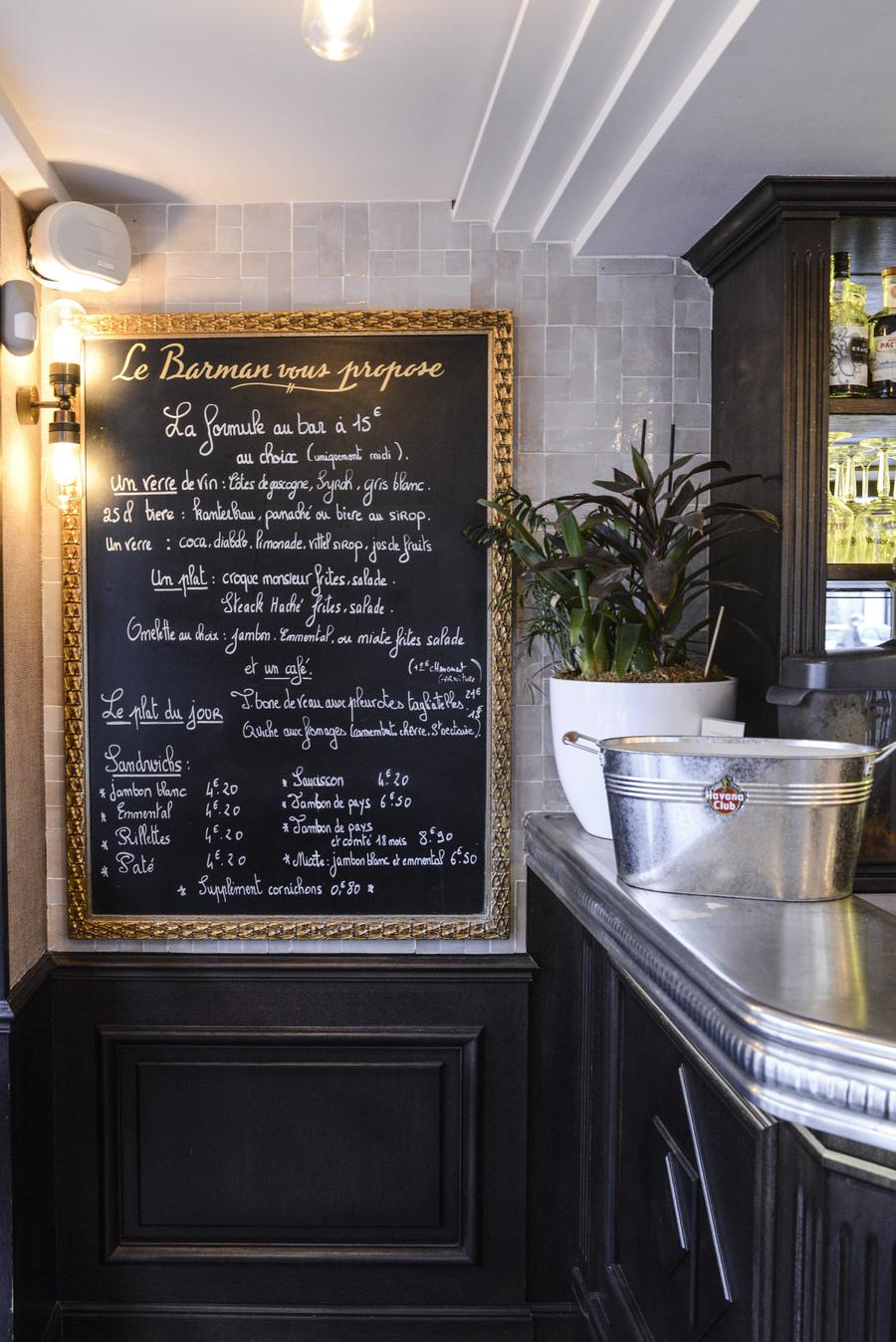 Le Studio Emma Roux en collaboration avec Christopher Matignon Architecte d'intérieur ont participé aux travaux de rénovation du restaurant Le Chalet à Paris. Signalétique
