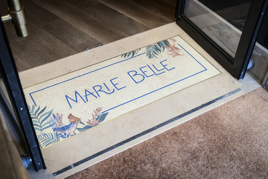 Le Studio Emma Roux en collaboration avec Christopher Matignon, a fait la décoration de Marie Belle, Boulevard de Bonnes Nouvelles à Paris. Mosaique