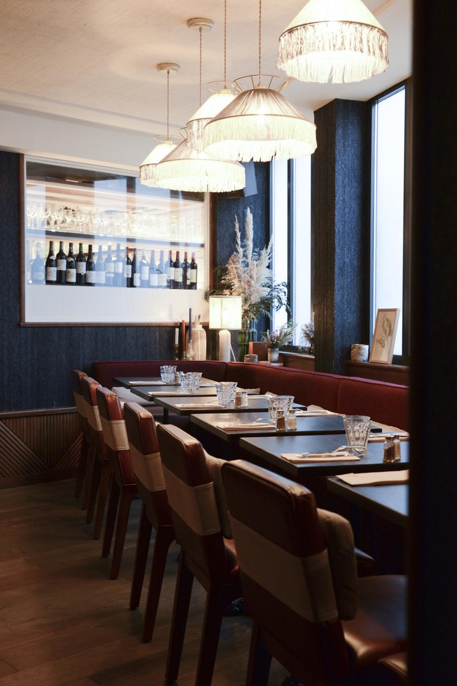 Le Studio Emma Roux en collaboration avec Christopher Matignon, a fait la décoration de Marie Belle, Boulevard de Bonnes Nouvelles à Paris. Mobilier
